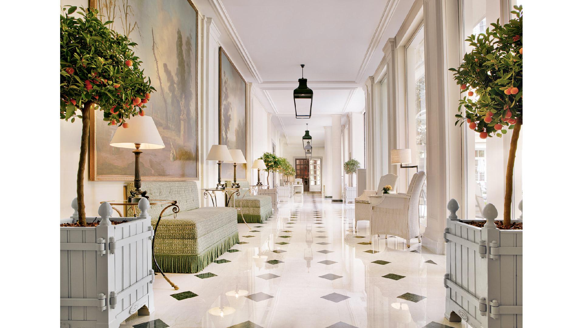 Versailles Planters®